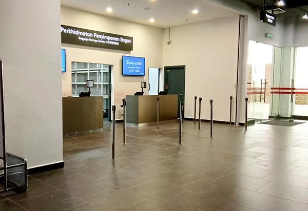 阿娃娜巴士总站的行李储存服务柜台
