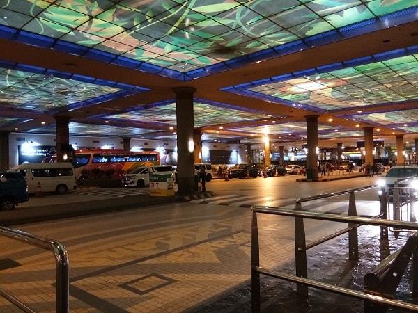 第一大酒店外的出租车服务及包车服务