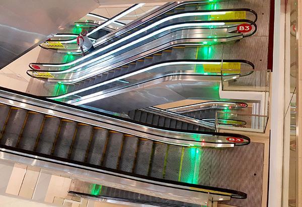 停车场自动扶手梯