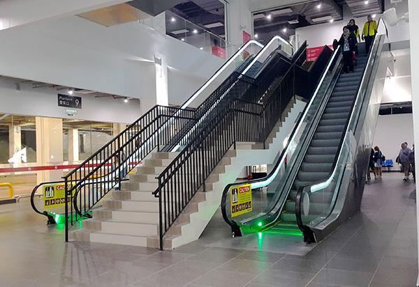 前往云天缆车的自动扶手梯