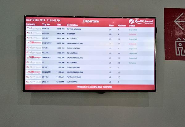 液晶电视展示了巴士的抵达时间及出发时间