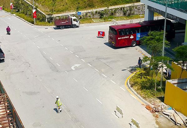 阿娃娜巴士总站的巴士入口处