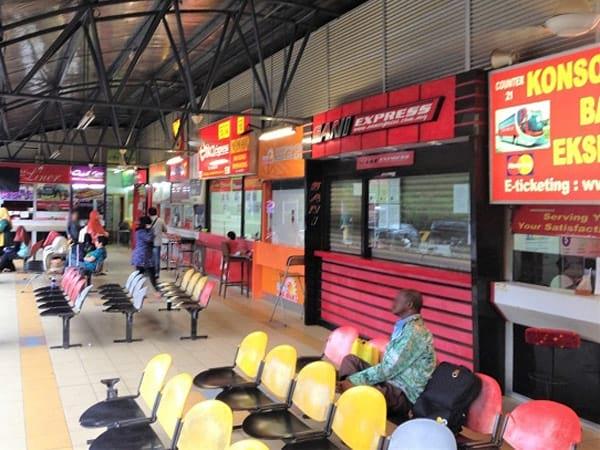 大使路巴士站票务柜台和候车区