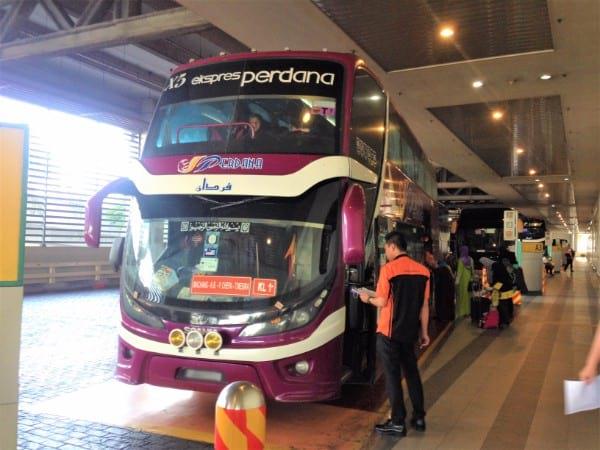 从吉隆坡通往哥打巴鲁的 Perdana Express 巴士