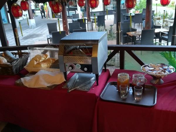 芭雅海滩度假村所提供的面包早餐