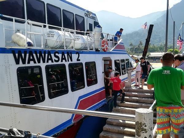 从甘榜巴野码头(Kampong Paya Jetty)出发