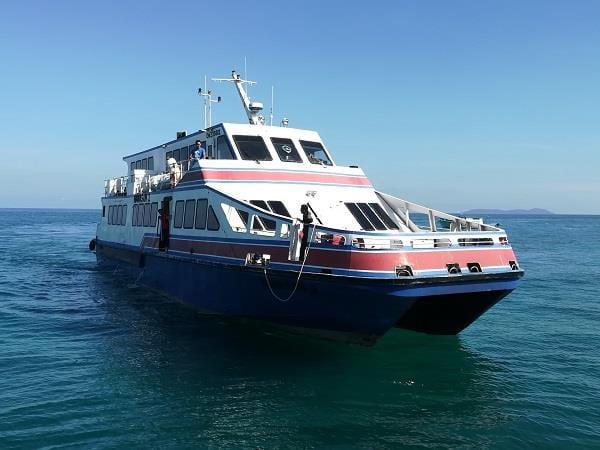 从甘榜巴野码头到达丹戎格姆码头的渡船服务