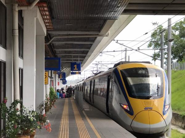 KTM 巴东勿刹站 - 从巴东勿刹到吉隆坡的 ETS 列车