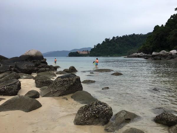 Paya 沙滩 - 从新加坡到刁曼岛的巴士渡船组合服务