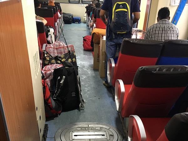 渡船的座位排发