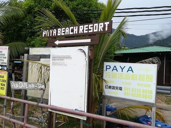 前往芭雅海滩度假村的指示牌