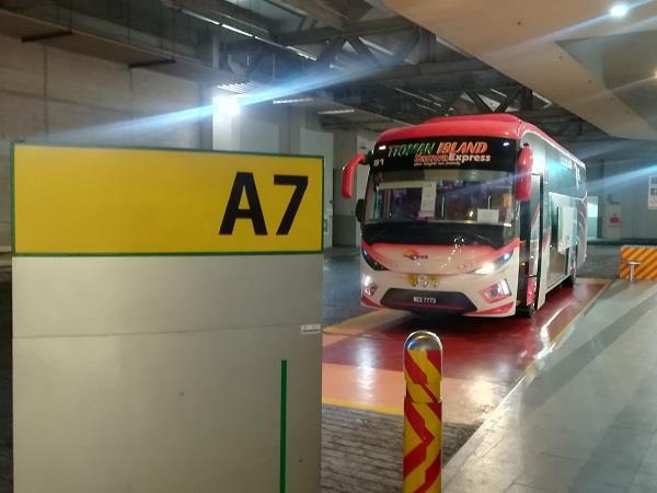 Sanwa Express 从吉隆坡通往达丹戎格姆的巴士